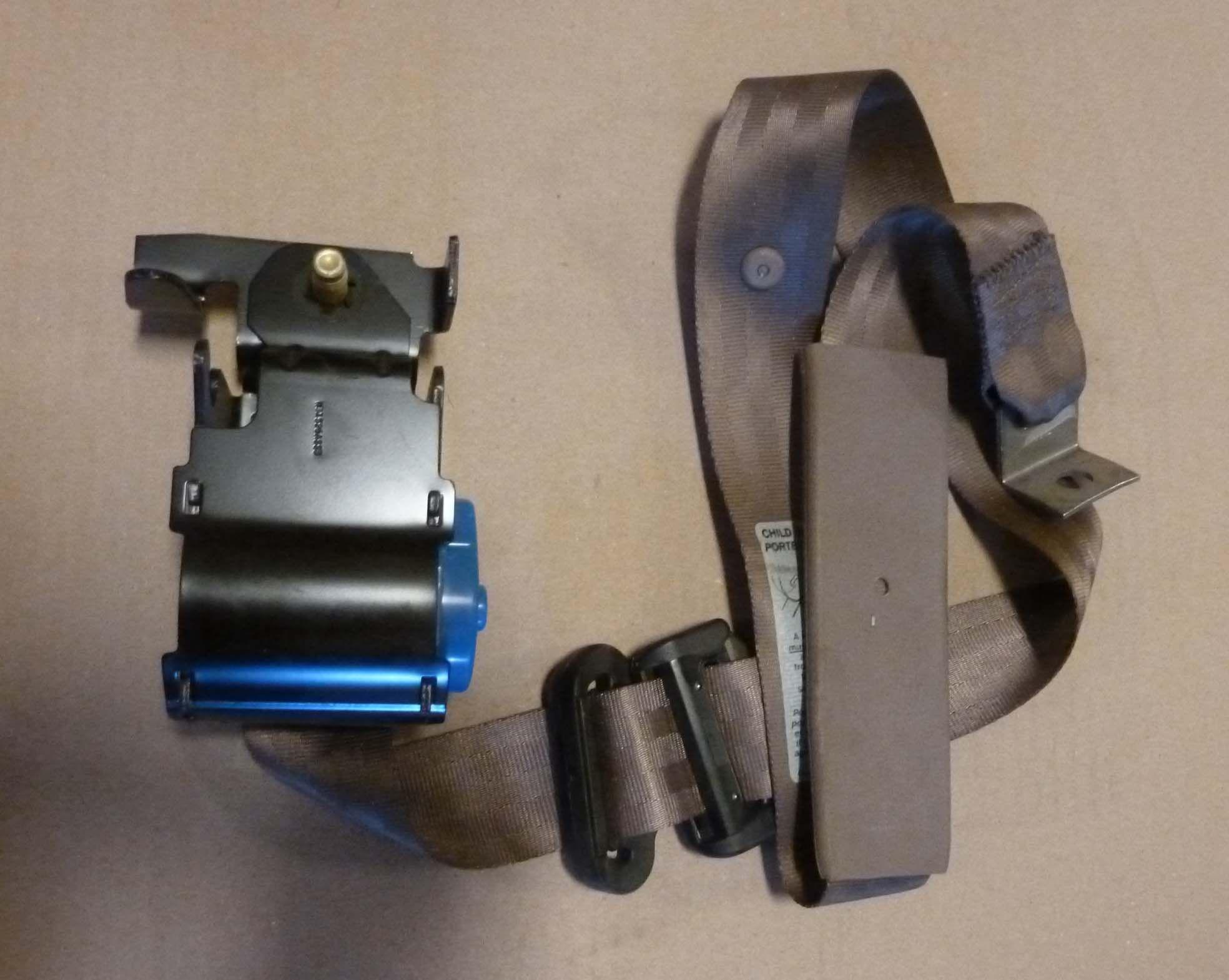how to clean seat belt retractor